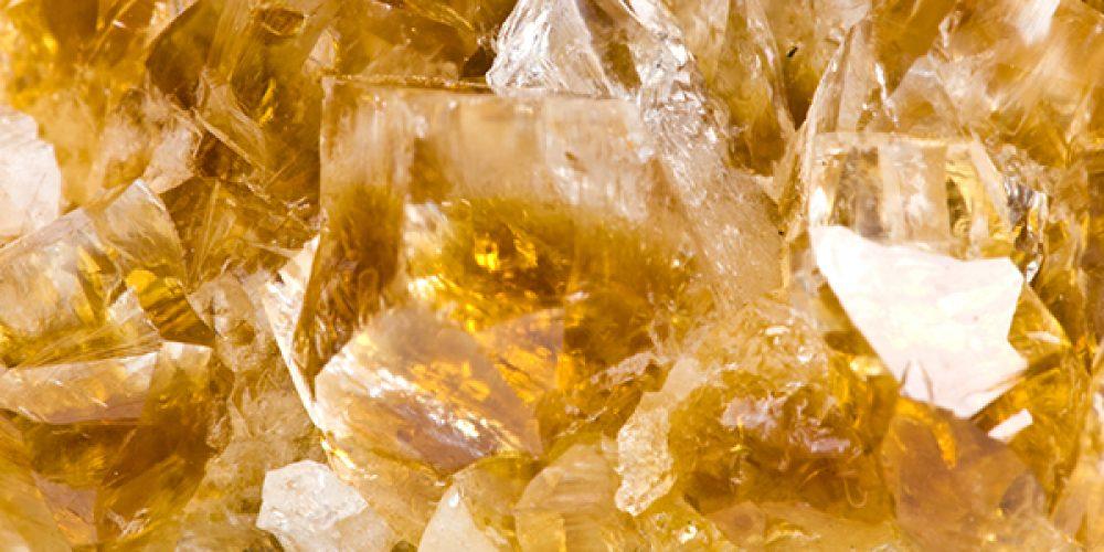 Les caractéristiques minéralogiques de la citrine